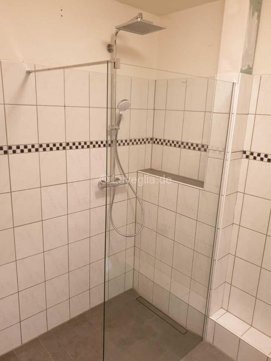 Badewanne-raus-Bodenebene-Dusche-rein
